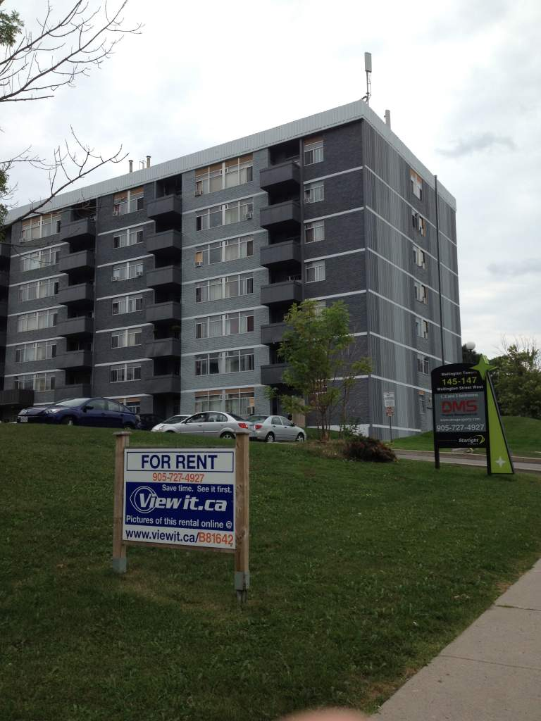 Aurora Ontario Apartment For Rent