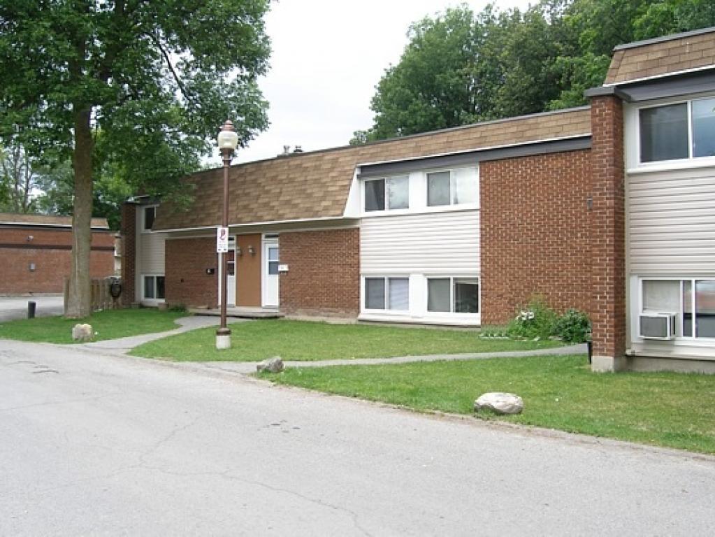 1 120 Beaverbrook Lane Townhouse Apartments For Rent In Kanata Ontario G