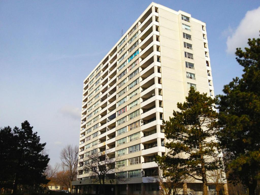 Oakville 3 bedroom Apartment For Rent