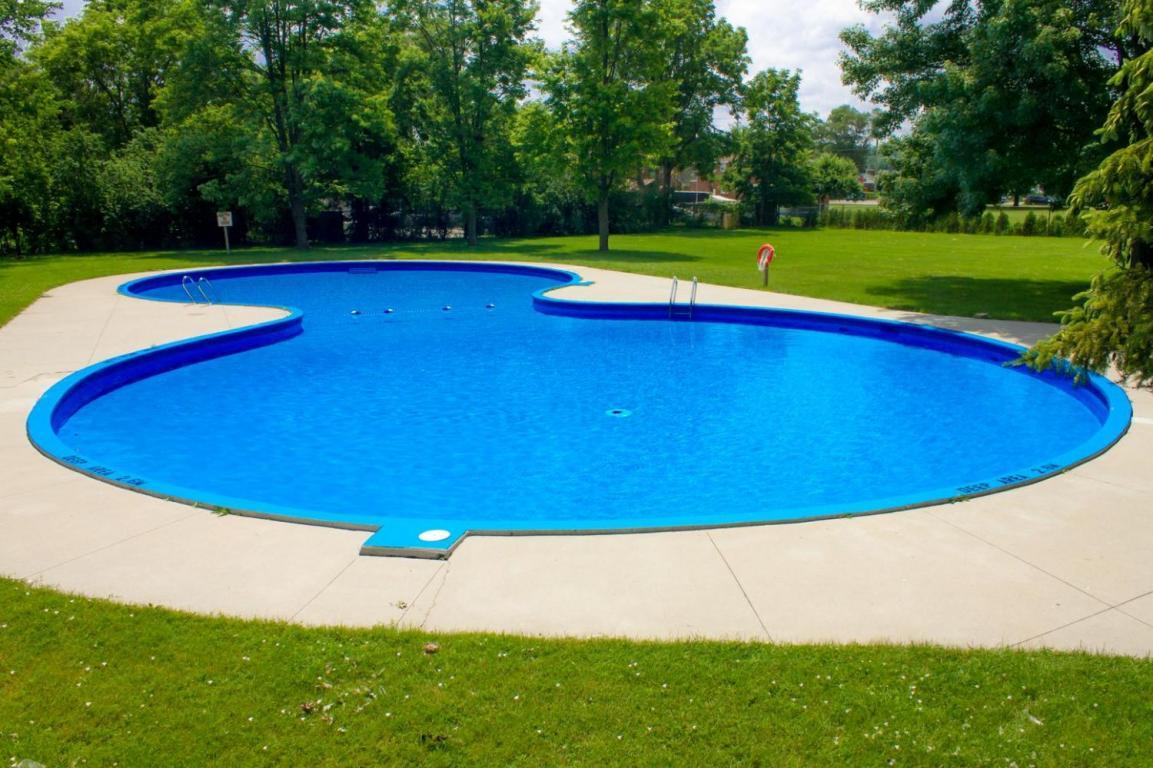 Royal oak terrace 1126 1150 apartments for rent at 1126 - White oaks swimming pool london ontario ...