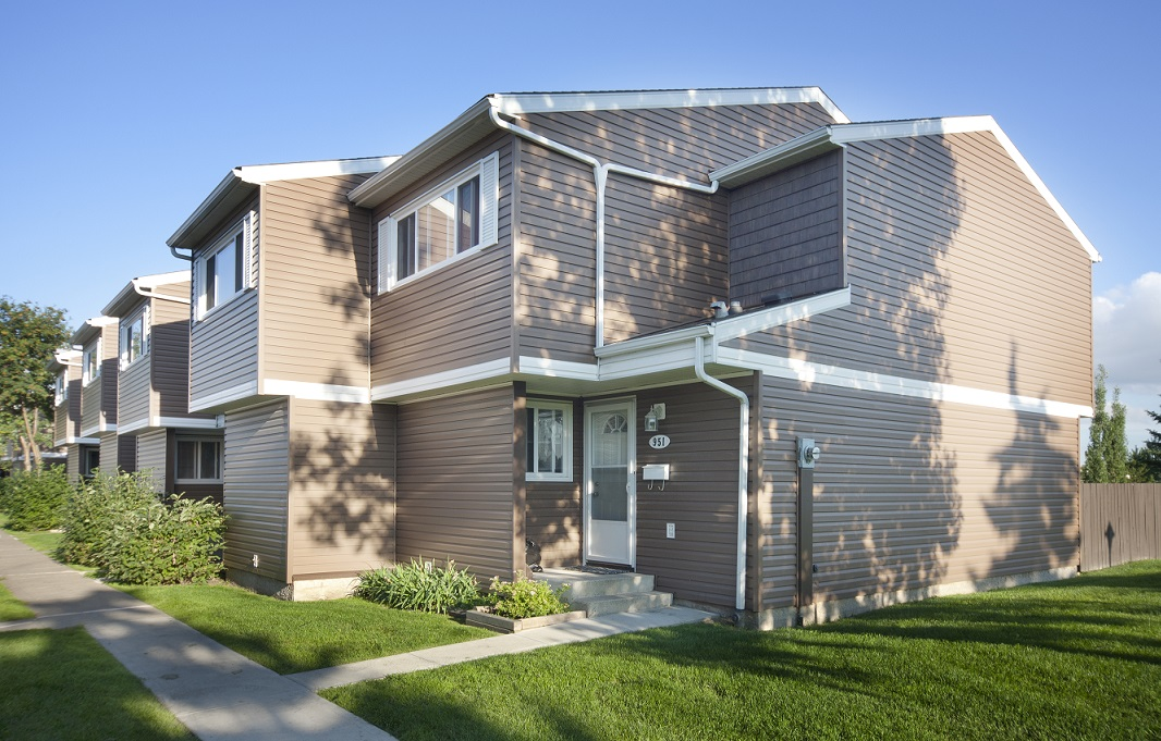 edmonton north east townhouse for rent 2 bedrooms pets allowed