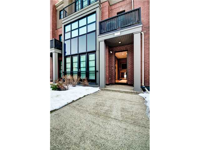 Calgary South East 3 bedroom Townhouse For Rent