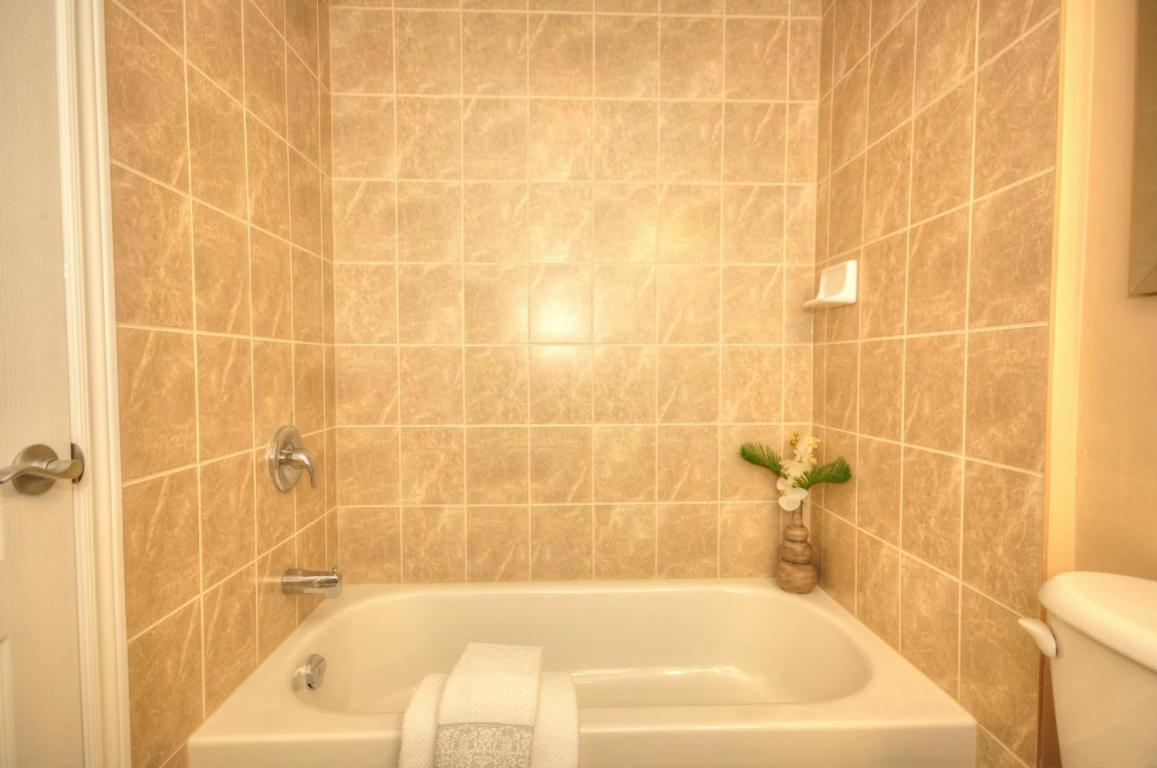 Welland Woods Village Property for Rent St. Catharines Bathroom