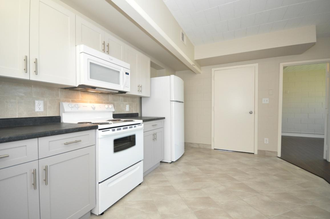 Pell Street Property for Rent Niagara Falls Kitchen
