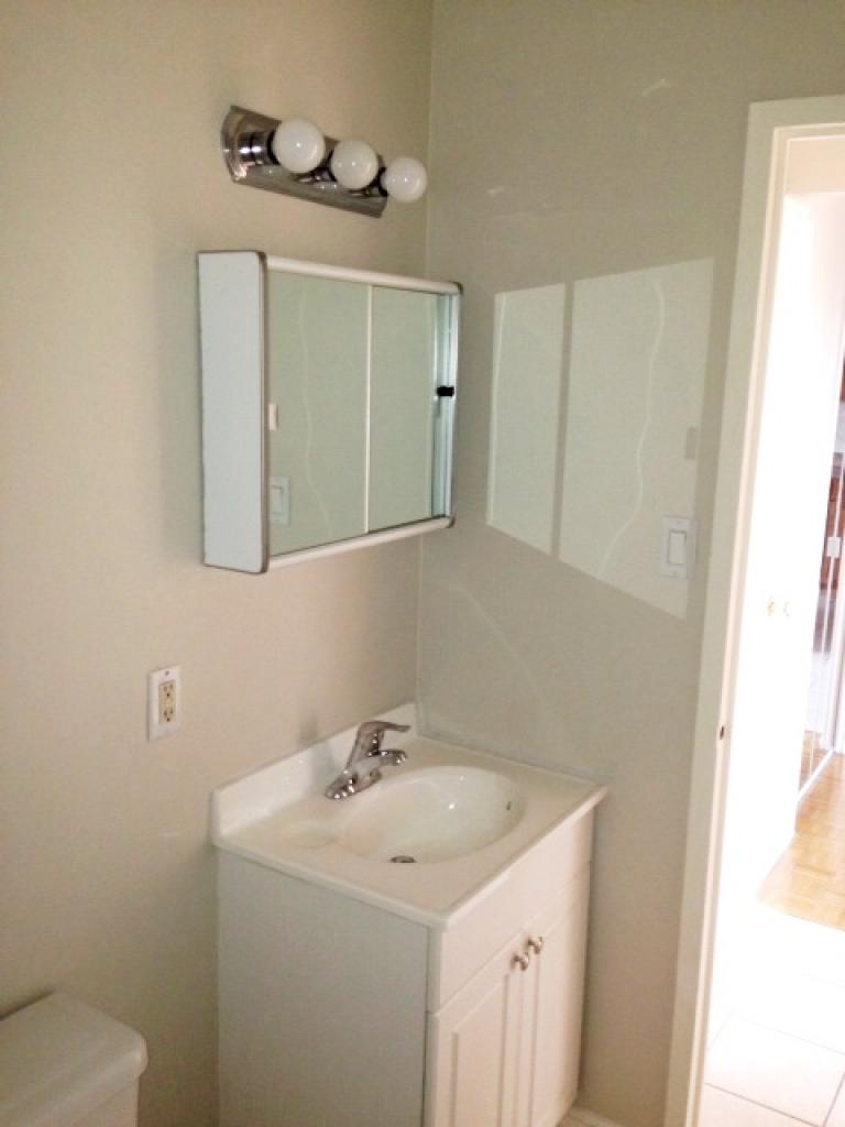 Paisley Property for Rent Mississauga Bathroom