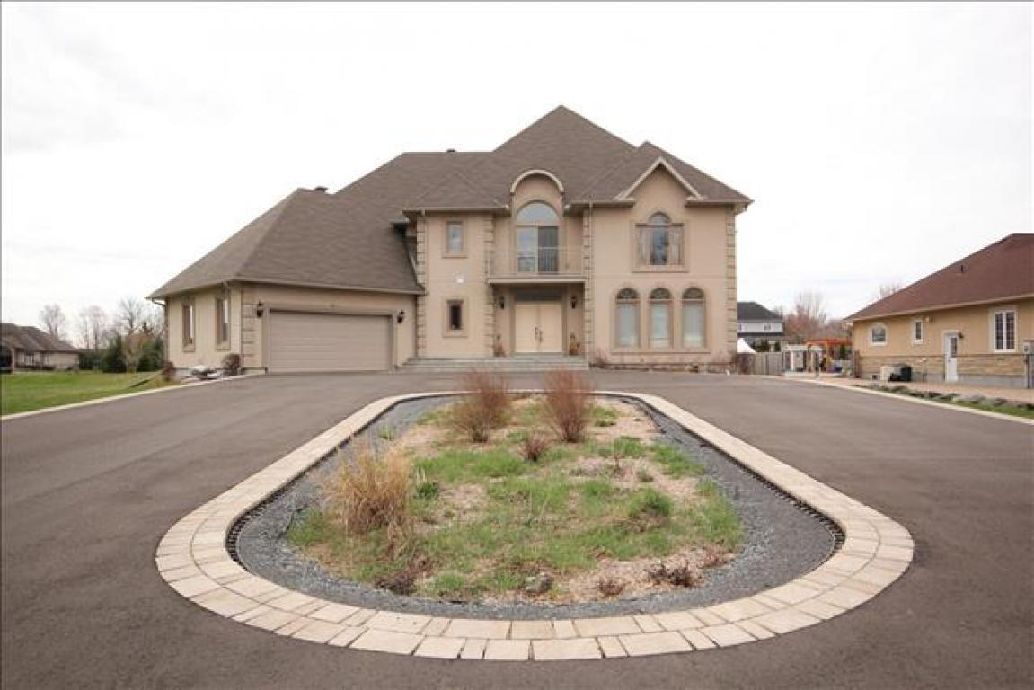 Manotick House for rent, click for more details...