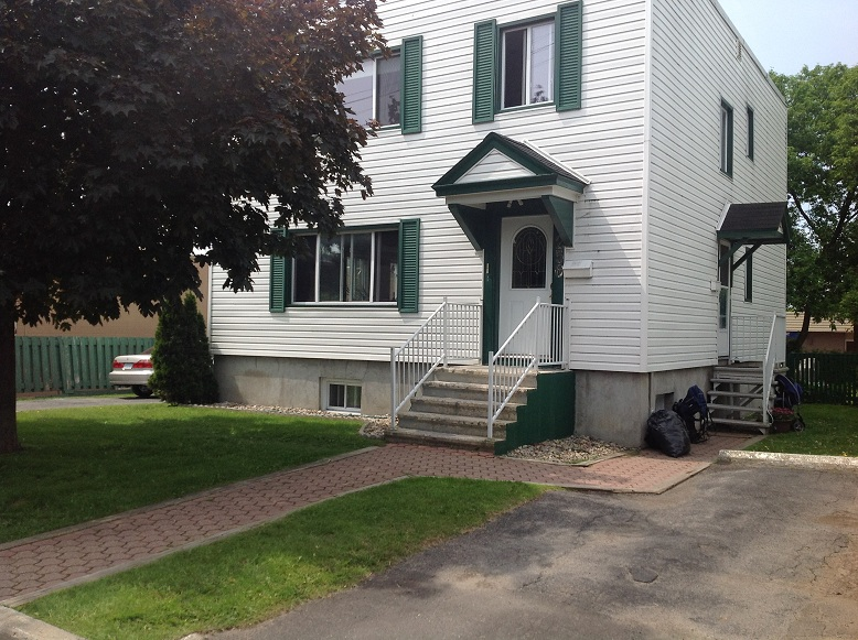 Vanier 2 bedroom Triplex