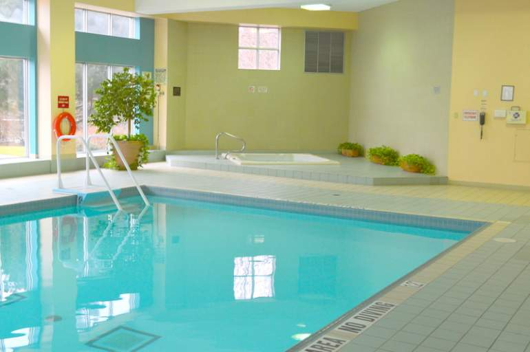 1 Bedroom Plus Den Fully Furnished 2 Parking Spots Utilities Included Hurontario And