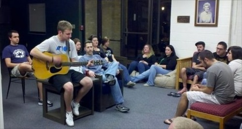 dorm_life_guitar_medium.jpg (500x266)px