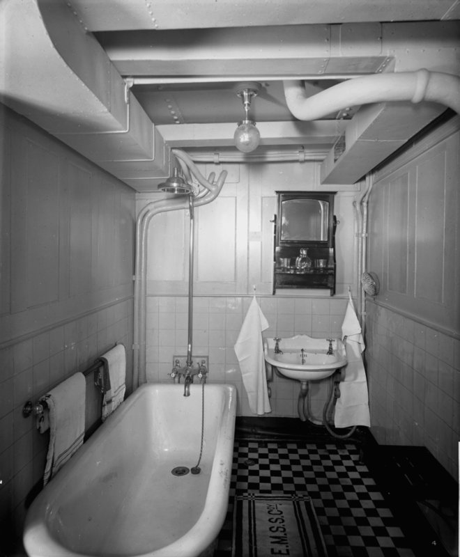Titanic Bedroom Theme: 1000+ Images About Nautical Ship Bath On Pinterest