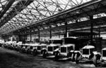 Line of Cars and Lorries, Guy Motors Ltd., Fallings Park, Wolverhampton, April 1925 by Unknown - print