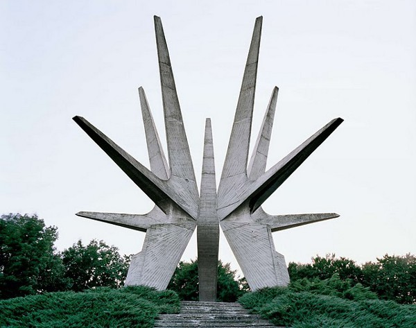 Abandoned-yugoslavian-monuments-by-jan-kempenaers-1_large