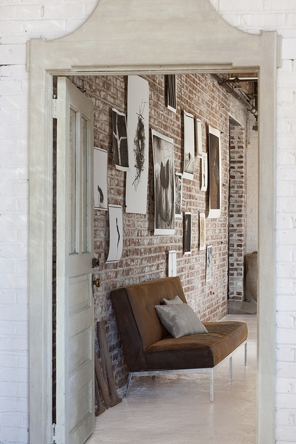 Feature wall inspiration via [http://www.flickr.com/photos/71112133@N00/5380852123/in/set-72157625888392660/lightbox/]