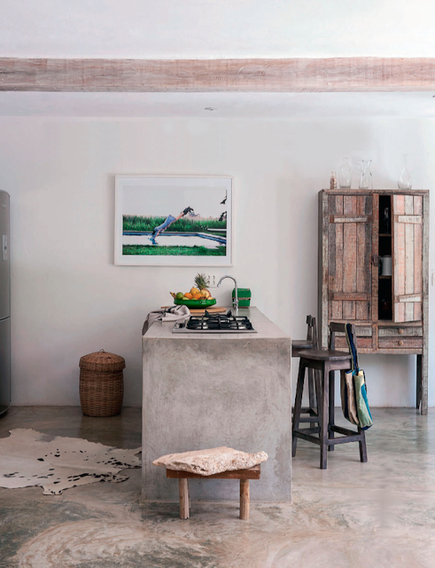 Concrete bar. Photo by Matthew Williamson via [http://mechantdesign.blogspot.fr/2013/06/brazil-summer-house.html]