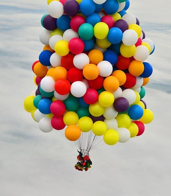 Jonathan Trappe tries to fly using helium balloons