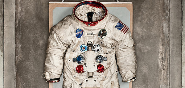 101-objects-discovery-neil-armstrong-space-suit-631_large
