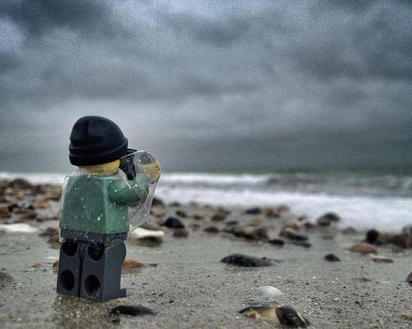 3026935-slide-s-1-everything-about-these-iphone-pictures-of-a-lego-lensman-taking-pictures-is-awesome_large