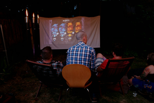 Outdoor movie night - Projector screen DIY