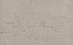 Como a indicação de uma argamassa estrutural ruim pode causar rachaduras nas paredes e na relação com seus clientes?