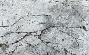 Como prevenir as fissuras derivadas da reação álcali-agregado em concreto