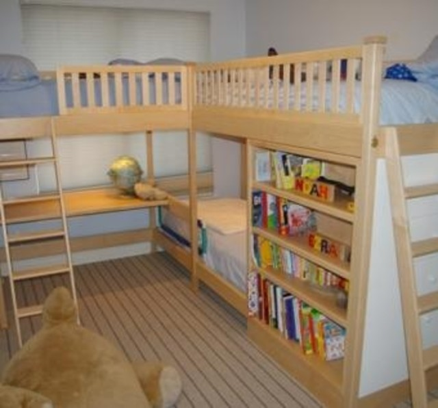 Triple Bunk Beds with Desk 640 x 596