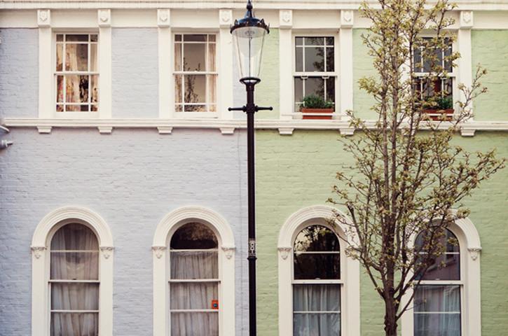 London-notting-hill-townhouses-etiquette-corner-questions-host-hostess-gift-matchbook-mag
