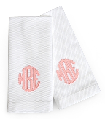 Pair_of_scallop_applique_guest_towels