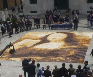 10080-pieces-of-toast-make-mona-lisa-portrait-m