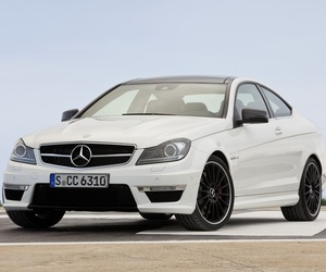 2012-mercedes-c63-amg-coupe-2-m