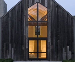 A-beautifully-renovated-barn-house-m