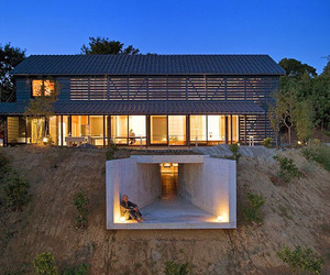 A-japanese-barn-house-m
