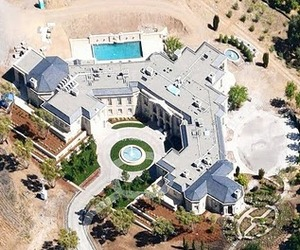 A-look-inside-a-100-million-dollar-mansion-m