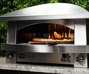 A-pizza-oven-for-the-outdoor-gourmet-m