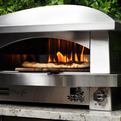 A-pizza-oven-for-the-outdoor-gourmet-s