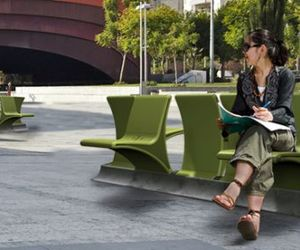 A-two-way-garden-bench-by-daniel-pearlman-m