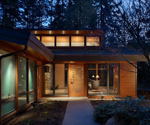 A-wooded-glass-pavilion-in-the-forest-m