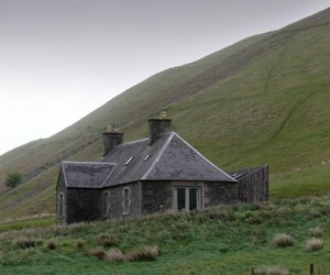 Ackling-cook-bothy-by-reiach-and-hall-architects-m