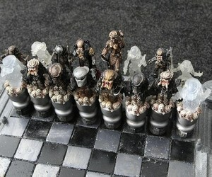 Alien-vs-predator-chess-set-m