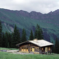Alpine-hut-746-s