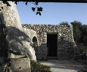 Ancient-italian-countryside-dwelling-by-luca-zanaroli-m