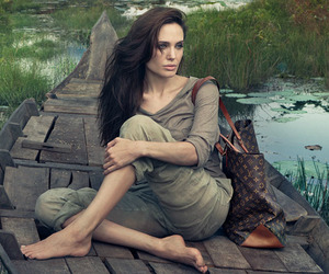 Angelina-jolie-for-louis-vuitton-m