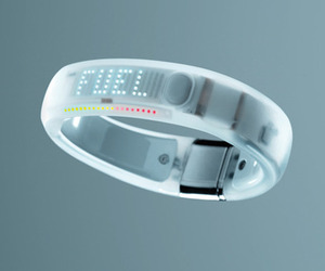 Apple-now-carrying-nike-fuelband-m