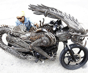 Artist-creates-an-alien-bike-from-recycled-materials-m