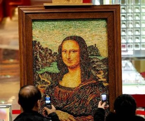 Artist-makes-mona-lisa-from-100000-carats-of-jewelry-m
