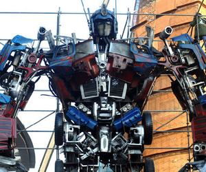Autobots leader Optimus Prime Stands 11metres