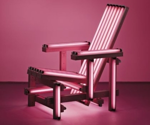 Ball-chair-pink-neon-lights-m