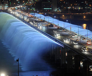 Banpo-bridge-in-seoul-south-korea-m