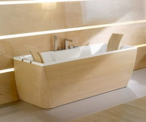 Bath-tub-with-wood-finishing-m