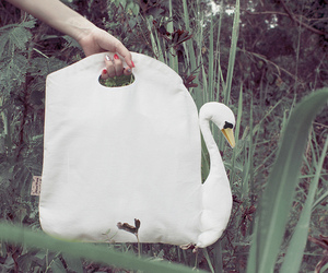 Beautiful-swan-bag-m