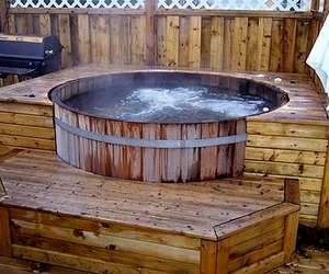 Beautiful Traditional Cedar Hot Tub